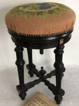 Ancien tabouret de piano réglable en hauteur