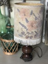 Lampe pied bois et fleurs séchées vintage