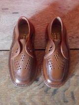 Chaussures enfants en cuir marron (Années 60)