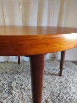 Table ronde style scandinave en teck – années 60