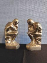 """serre-livres en laiton d'après """"le penseur"""" de Rodin"""