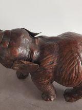 Éléphant en cuir