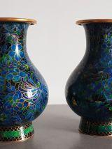 Paire de vases chinois en émail cloisonné