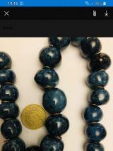 Beau collier bleu