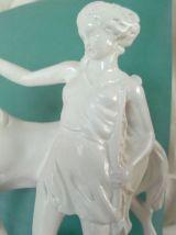Statuette en pierre.