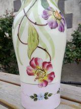 Paire de vases anciens en opaline émaillée