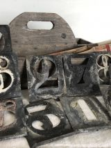 Jeu d'anciens pochoirs en zinc : chiffres