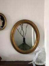 Miroir ovale doré en stuc ancien