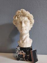 buste en composite blanc et socle en marbre