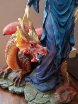 Sublime statue avec son dragon