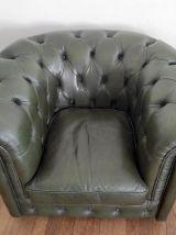 Fauteuil Chesterfield en cuir vert anglais – années 80