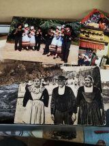 une boite remplis de cartes postales