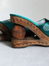Chaussures en provenance de Bali. Talons originaux.