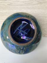 Vase boule bleu irisé
