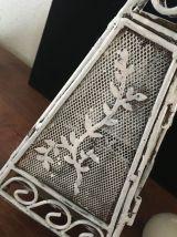 Photophore en fer vieilli patiné blanc.