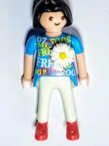 Collier dame Playmobil, chaîne perlée rouge, dame en bleu
