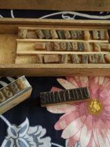 BOITE avec caractères d'imprimerie anciens