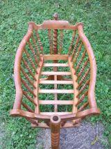 Ancien berceau en bois sur pied (bercelonette)