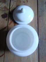 Joli pot à coton en opaline (AVON)