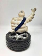 Bonhomme Michelin sur pneu