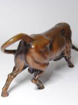 Sculpture animalière taureau en régule ancienne