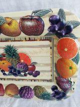 Plateau vintage à décor fruits en relief