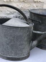 Arrosoir en zinc, accessoire du jardinier