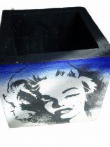 Pot de fleur  porte crayon béton Marlin Monro