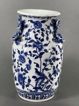 Vase porcelaine de Chine décor bleu et barbotine