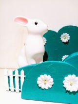 Etagère buisson vert, veilleuse lapin, vert et blanc