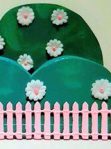 Etagère buisson vert, veilleuse lapin, vert et rose
