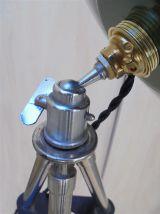 Lampe tripode à hauteur réglable
