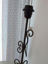 Pied de lampe à poser en fer forgé