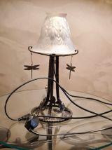 lampe art nouveau  fer forgé et tulipe verre opaque moulé