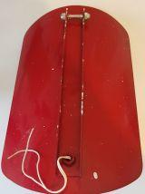 Lampe métal rouge et globes en opaline (2 dispo)