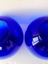 """Paire de vases """" Boule """" en verre transparent bleu cobalt -"""