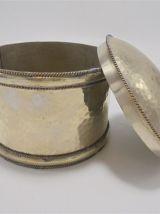 Boîte cylindrique en métal