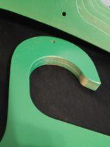 cintres vert en bois épais vintage