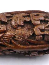 Tres beau mortier ou vase en bois sculpté.