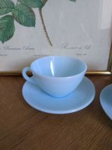 Tasses opaline bleue