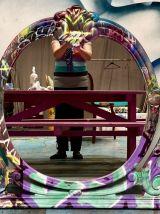 Miroir rond graffiti