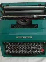 Machine a écrire Olivetti Studio 45
