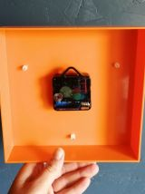 Horloge vintage pendule silencieuse carrée Bauknecht orange