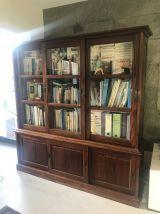 Bibliothèque avec portes vitrées
