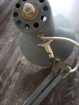 Lampe d'architecte articulée grise à restaurer