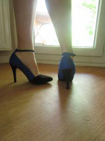 Escarpins bleu et noir brides