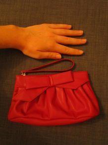 Pochette simili cuir rouge classe