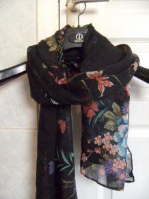 foulard fleurs noir