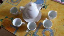 Petite théïère et ses 5 tasses