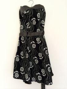 Robe bustier noire et blanche à fleurs